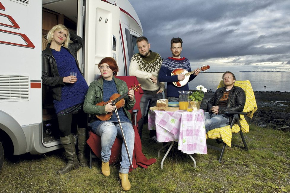 Bandet Hekla Stålstrenga på bobilturné i Nord-Norge.